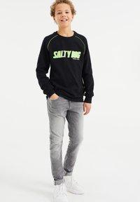 WE Fashion - SALTY DOG - T-shirt con stampa - black - 0