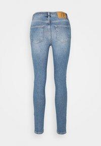 Selected Femme - SLFSOPHIA SKINNY - Skinny-Farkut - medium blue denim - 1