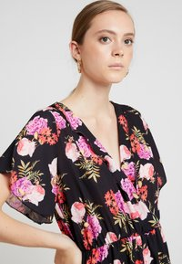 Missguided - WRAP OVER KIMONO SLEEVE PLAYSUIT - Combinaison - black - 4