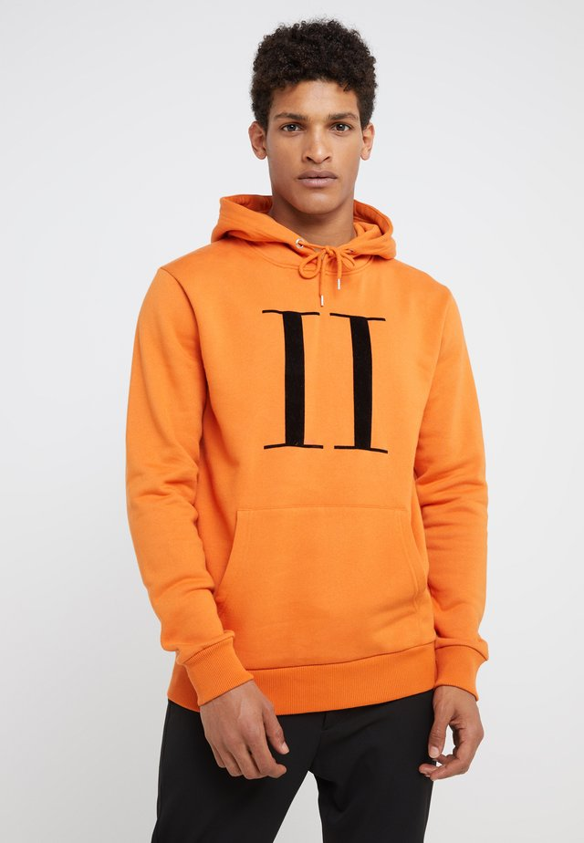 ENCORE HOODIE - Sweat à capuche - burnt orange/black