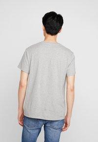 Timberland - STACK LOGO TEE - T-shirt print - medium grey heather - 2