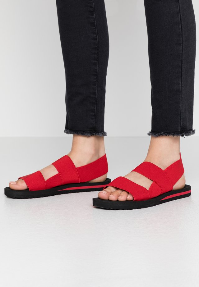 SURF ELASTIC - Sandalias - red