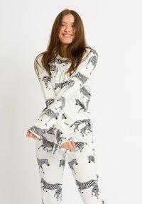 Chelsea Peers - ZEBRA - Pyjamas - white - 3