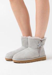 UGG - MINI BAILEY STAR - Boots à talons - grey violet - 0