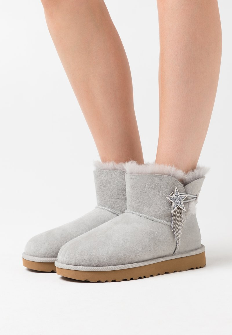 UGG - MINI BAILEY STAR - Ankle boots - grey violet