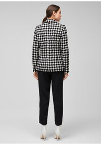 s.Oliver BLACK LABEL - Blazer - black check - 2
