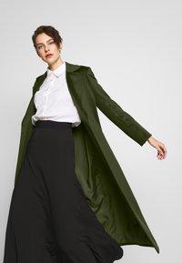 MAX&Co. - LONGRUN - Zimní kabát - khaki green - 4
