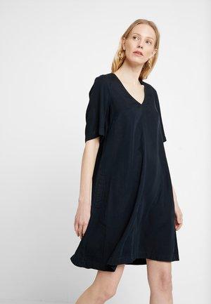 DRESS FLARED SHAPE V NECK - Denim dress - blue denim