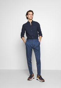 PS Paul Smith - MENS TROUSER PLEATED - Stoffhose - blue - 1