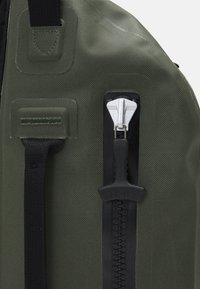 Filson - DRY SLING PACK - Across body bag - green - 4