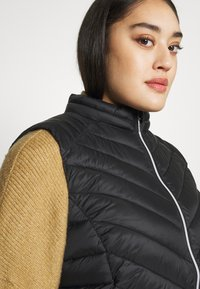 CAPSULE by Simply Be - LIGHTWEIGHT PADDED GILET - Smanicato - black - 3