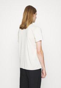 Filippa K - Jednoduché triko - ivory - 2