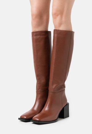LANDING - Vysoká obuv - brown