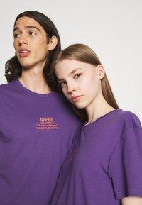 YOURTURN - UNISEX - T-shirt imprimé - purple - 3