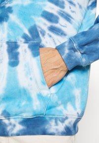 GAP - TIE DYE HOOD - Sweatshirt - blue - 5