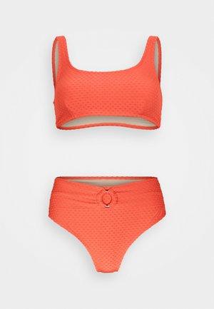 SQAURE NECK CROP HIGHWASISTED CHEEKY - Bikiny - burnt orange