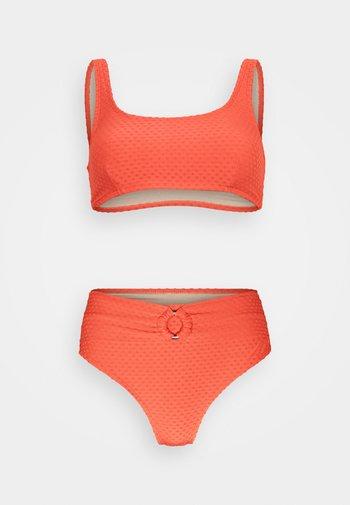 SQAURE NECK CROP HIGHWASISTED CHEEKY - Bikini - burnt orange