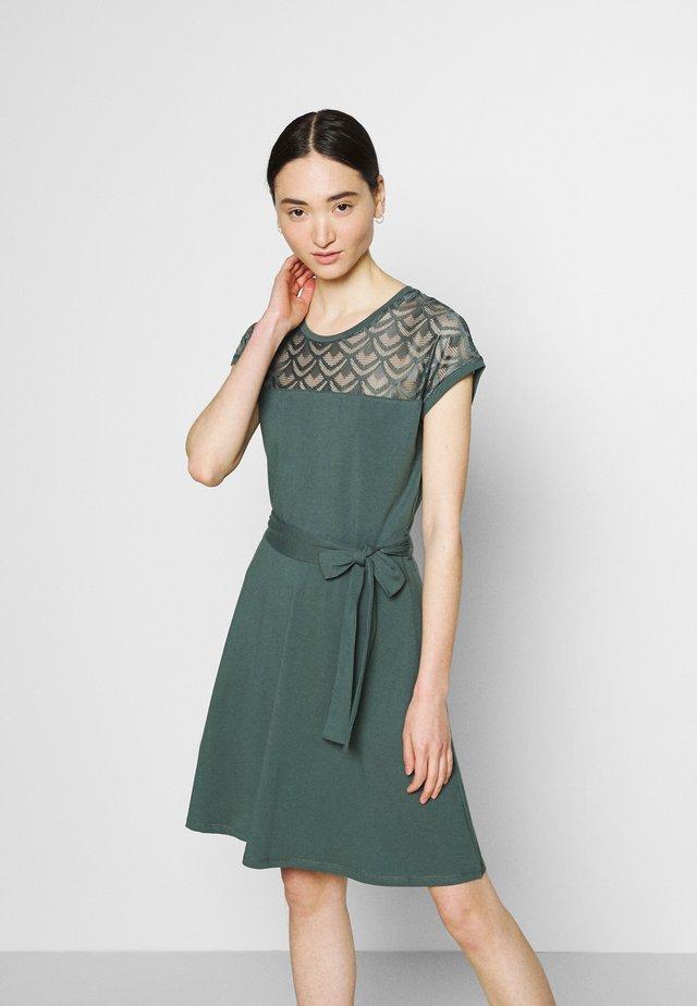 ONLBILLA DRESS - Jerseyjurk - balsam green