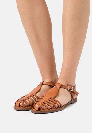 TULE - Sandaalit nilkkaremmillä - brown