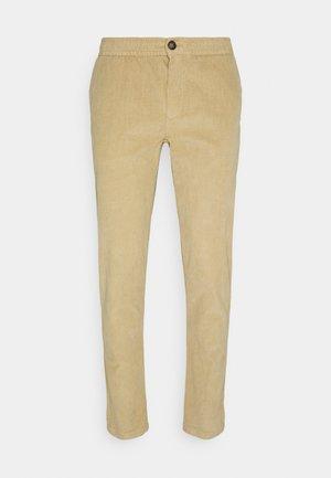 RON PANTS - Spodnie materiałowe - sand