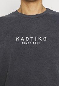 Kaotiko - CREW WASHED ALAN - Pusa - black - 4