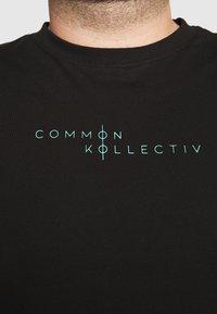 Common Kollectiv - PLUS MOTIV LONGSLEEVE - Long sleeved top - black - 5