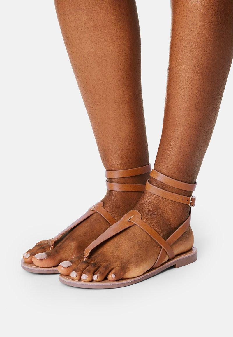 Even&Odd Wide Fit - T-bar sandals - cognac