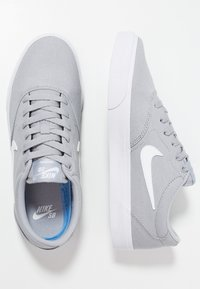 Nike SB - CHARGE  - Sneakers laag - wolf grey/white - 1