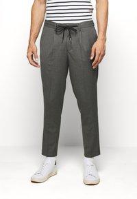 Selected Homme - JAX GREY CROP PANTS - Trousers - grey - 0
