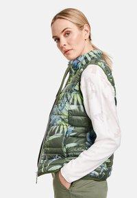 Taifun - Waistcoat - botanical green gemustert - 1