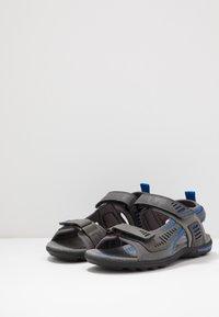 Geox - TEVERE - Sandalias de senderismo - grey/blue - 2