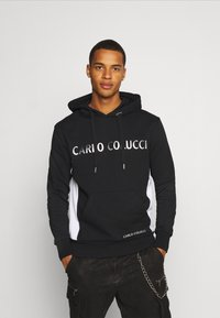 Carlo Colucci - HOODY CHEST PRINT - Hoodie - black - 0