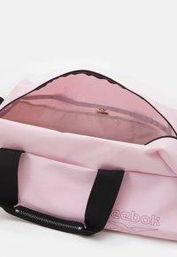 Reebok - WOMENS ESSENTIALS GRIP - Sports bag - frost berry - 2
