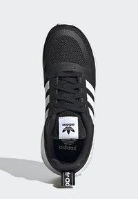adidas Originals - MULTIX SCHUH - Trainers - black - 3