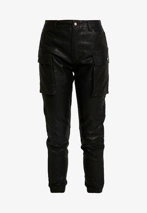 JOGGER PANTS WITH CARGO POCKET DETAIL - Bukse - black