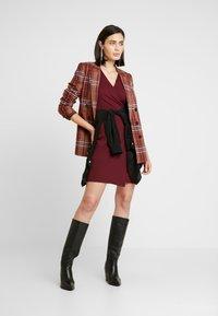 Dorothy Perkins - WRAP DRESS - Sukienka etui - purple - 2