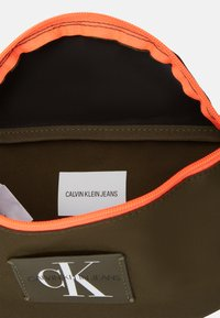Calvin Klein Jeans - WAISTBAG - Bum bag - olive night - 2