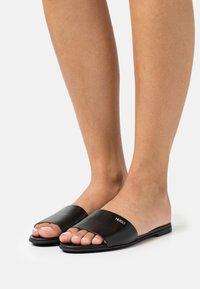 HUGO - MULES REQUEST - Pantofle - black - 0