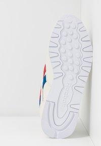 Reebok Classic - CLASSIC  - Sneakersy niskie - chalk/red/blu - 6
