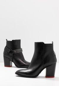 Tamaris - BOOTS - Kotníková obuv - black - 7