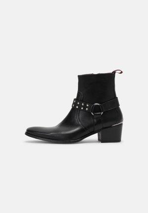 MANERO - Kovbojské/motorkářské boty - black