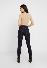 Gap Tall - ANKLE BISTRETCH - Kalhoty - grid plaid - 2
