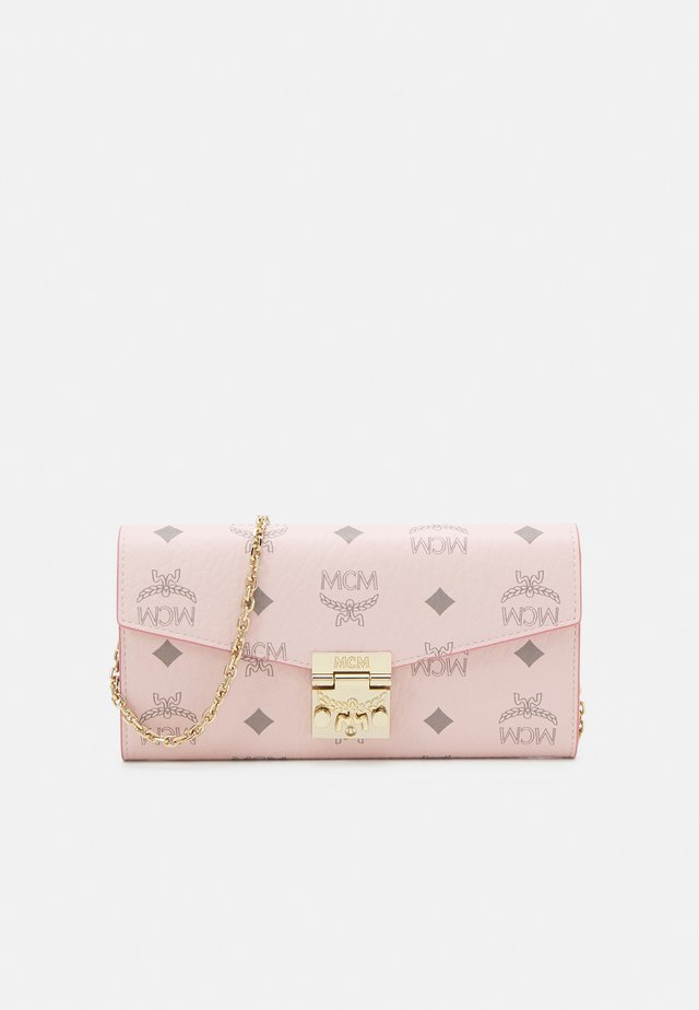 PATRICIA VISETOS FLAP WALLET TWO FOLD LARGE - Lompakko - powder pink