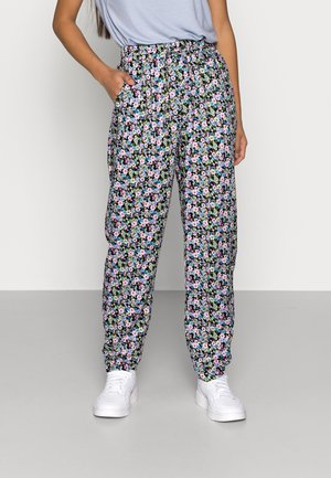 ONLRIA PANTS PETITE - Pantalones - black