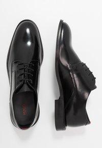 HUGO - Elegantní šněrovací boty - black - 1