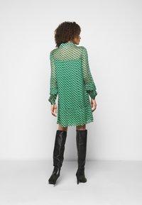 Diane von Furstenberg - HEIDI DRESS - Vapaa-ajan mekko - medium green - 2
