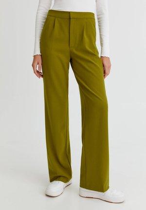 STRAIGHT-FIT MIT BUNDFALTEN - Trousers - green