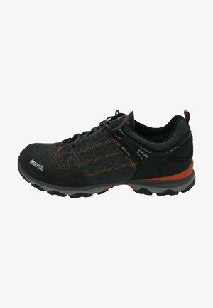 ONTARIO GTX - Neutral running shoes - schwarz  orange