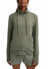 Esprit - MIT HOHEM KRAGEN - Zip-up sweatshirt - light khaki - 6