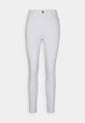 SUPER HI RISE  - Spodnie materiałowe - sparkle white